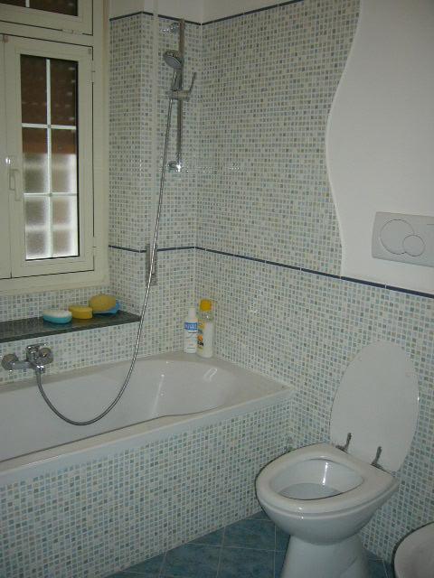 bagno con rivestimento 20×20 effetto mosaico. ristrutturazioni Roma
